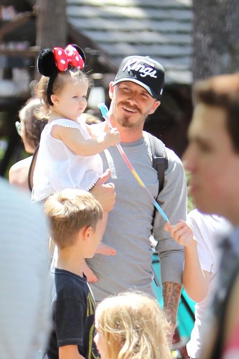 David bế Harper đi chơi công viên. <br/>David Beckham, Harper Beckham ,  Beckham family on a day out to Disneyland. Los Angeles, California - 06.06.12 Mandatory Credit: WENN.com