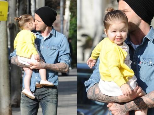 David hôn con gái giữa phố