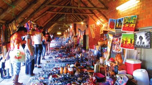 Các khu chợ tại St.Lucia là nơi lý tưởng để bạn có thể chọn những món quà lưu niệm cho bạn bè, gia đình