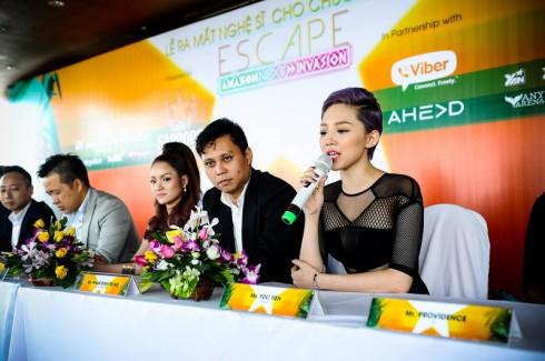 Tóc Tiên phát biểu tại chương trình họp báo