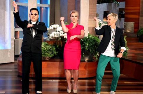 """Psy, Britney và Ellen cùng  điệu """"nhảy ngựa"""" nổi tiếng."""