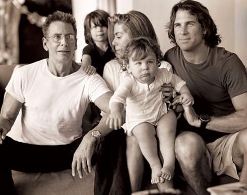 Calvin Klein cùng gia đình của con gái ông, Marci Klein.