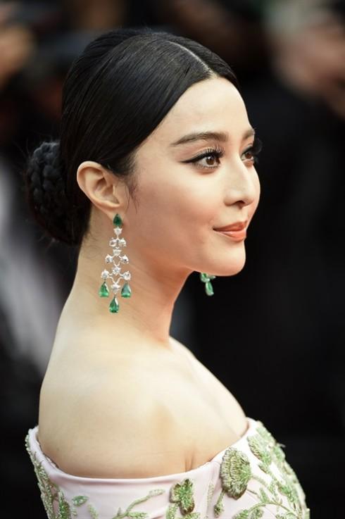 Phạm Băng Băng khoe vẻ đẹp thuần Á với tóc búi cổ điển và hàng mi cong vút