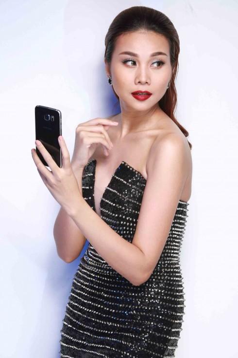 Nhân Vật: Thanh Hằng - Phụ kiện: Samsung Galaxy S6 edge