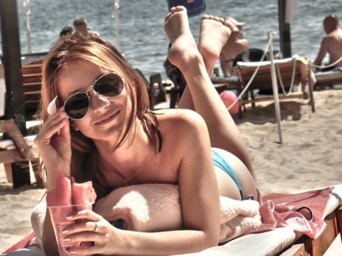 hdr_summer_girl_by_bogdannistor-d48pcii