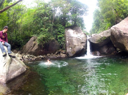Suối chảy trên Putaleng