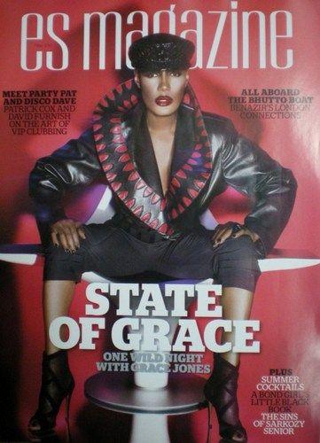 Trong buổi chụp hình với tạp chí ES ngay cả vào lúc quá nửa đêm, đã có hẳn một chiếc xe riêng chở những bộ trang phục cao cấp và thịnh hành nhất, được chạy thẳng đến nơi chụp ảnh của Grace Jones với tạp chí.