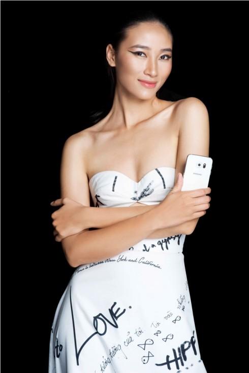 Nhân vật: Trang Khiếu - Phụ kiện: Samsung Galaxy S6 edge