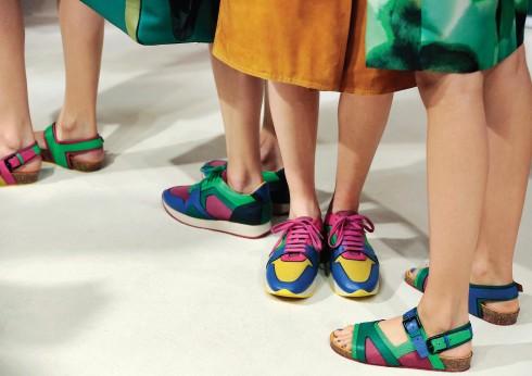 Mẫu giày sneakers Field và sandals của Burberry Prorsum