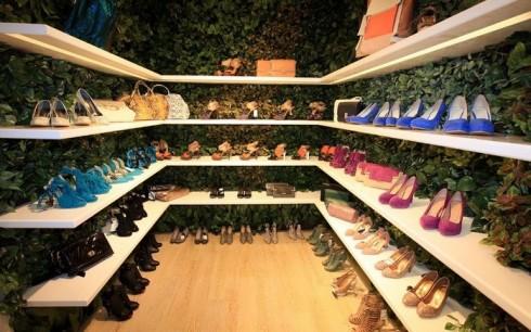 Khu vực trưng bày giày dép của 8seconds