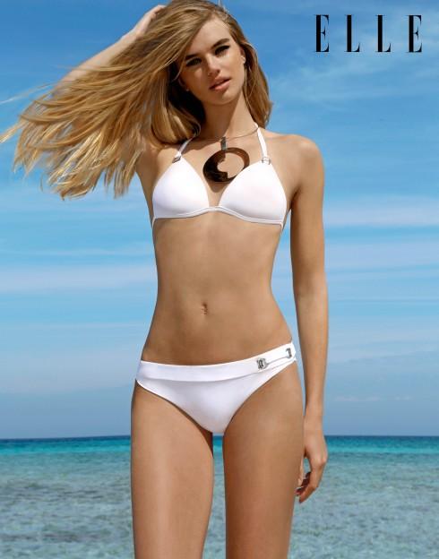 Bikini Emporio Arrmani. Vòng cổ Fashion Stories. Trang điểm với mỹ phẩm Armani Beauty Cosmetics.