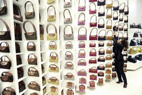 Bên trong một cửa tiệm của Longchamp