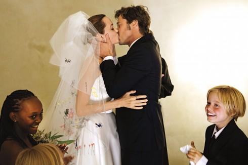 """Đám cưới hạnh phúc của """"cặp đôi vàng"""" Hollywood"""