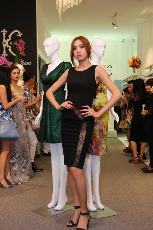 Các người mẫu biểu diễn BST của NTK Châu Phạm trong buổi ra mắt thời trang KATE by Châu Phạm (8)