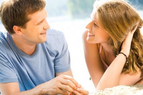 Đàn ông thích một người phụ nữ thích trò chuyện và biết lắng nghe chàng