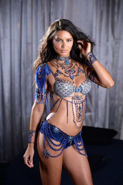 Adriana Lima trong bộ nội y đắt nhất Victoria's Secret Show 2014