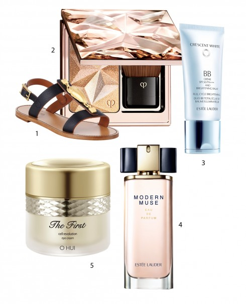 1.Dép sandals Valentino 2.Phấn bắt sáng Clé De Peau Beauté 3.Kem BB Cream Esteé Lauder 4.Nước hoa Modern Muse Esteé Lauder