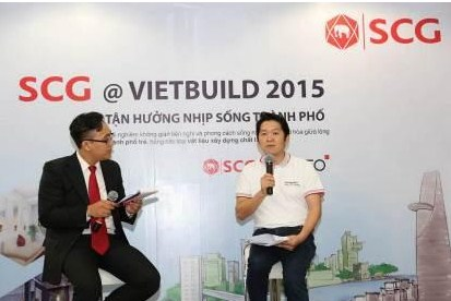 Ông Nopporn Keeratibunharn (bên trái) – Giám đốc Kinh doanh và Marketing của SCG Xi măng – Vật liệu Xây dựng Việt Nam phát biểu tại buổi họp báo