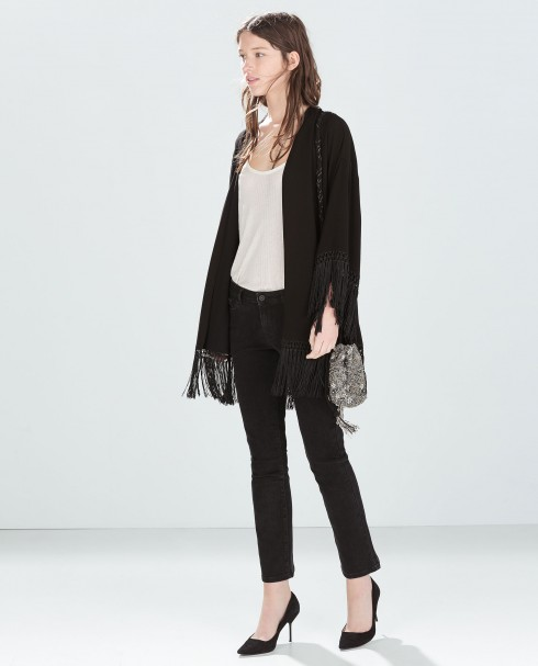 Kimono trơn và quần jeans áo thun đơn giản