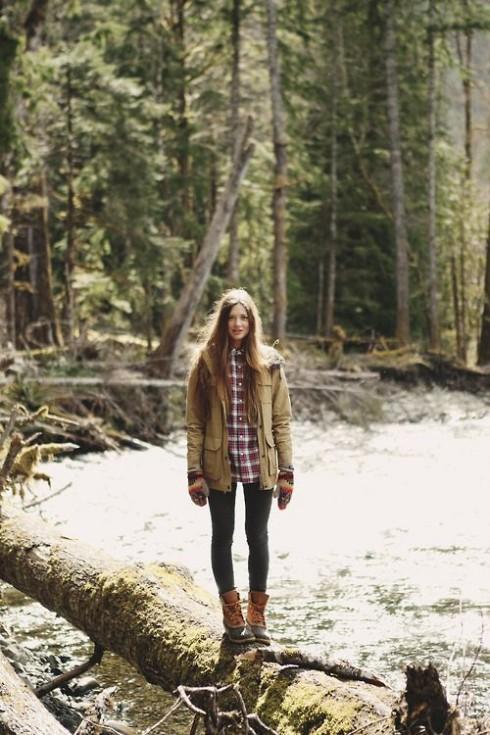 Bạn có thể kết hợp áo khoác cùng những chiếc quần jeans ôm hay legging vừa thoải mái lại giữ ấm cơ thể