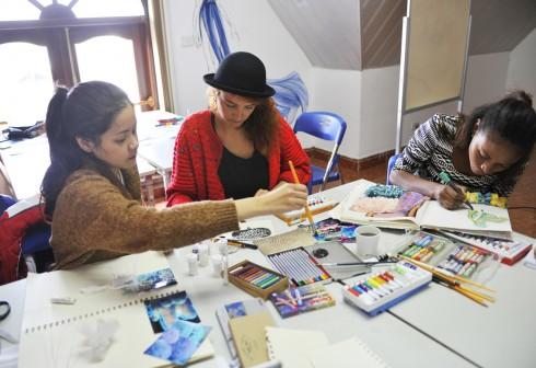 Không khí học tập tại học viện thời trang London