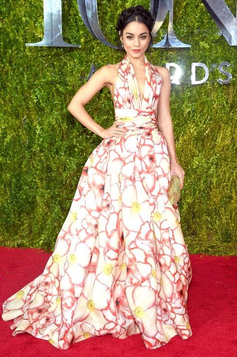 Vanessa Hudgens trong kiểu đầm dạ hội của Naeem Khan