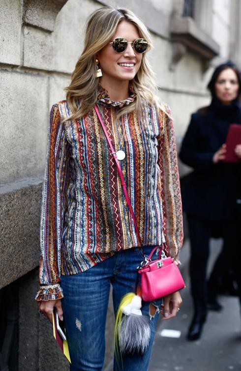 Helena Bordon chọn túi màu hồng fuschia sặc sỡ