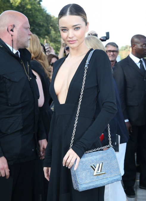 Mirada Keer và chiếc túi The Twist tại buổi trình diễn của Louis Vuitton