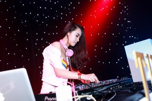 Cô nàng DJ sexy