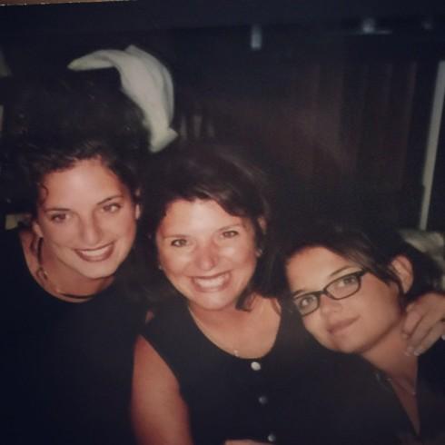 Katie Holmes cùng chị gái năm 1999