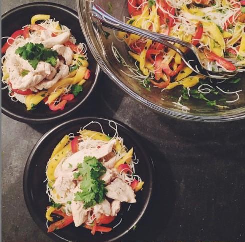 Bạn cần xây dựng những bữa ăn đầy đủ chất để có thể duy trì sức khỏe