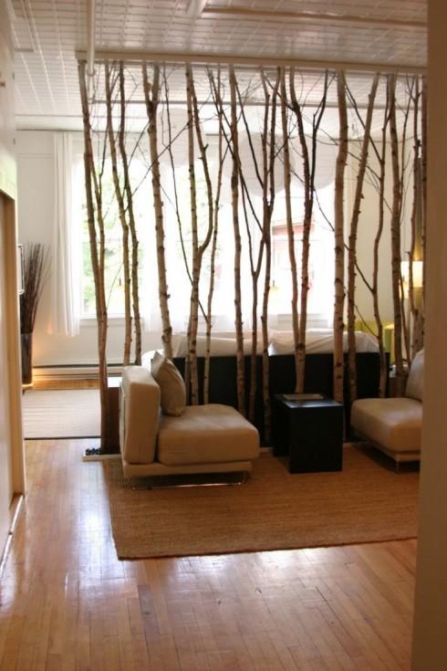 Dựng cây khô làm vách ngăn giữa phòng khách và phòng ngủ