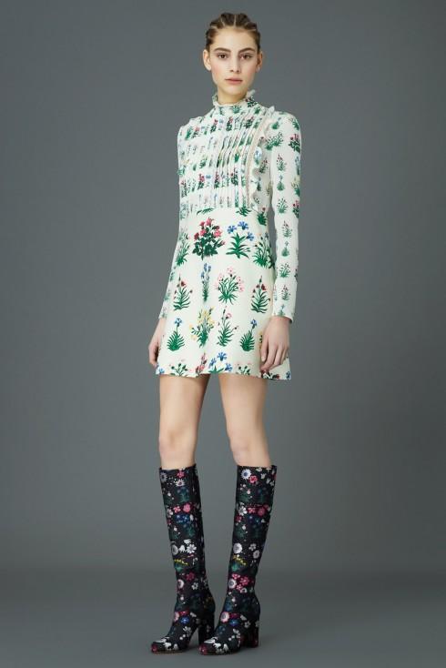 Váy búp bê dài tay ấn tượng của Valentino