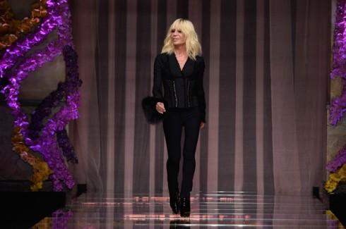 Donatella-Versace-BST-Atelier-thuong-hieu-Versace-elle-vn