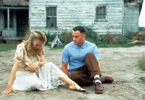 Ngay cả trong phim, Tom Hanks cũng vào vai người đàn ông chung thủy, chân thành suốt đời với tình yêu của mình (Ảnh từ phim Forrest Gump)