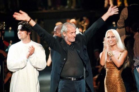 Donatella và Gianni xuất hiện trong show diễn của Versace năm 1996