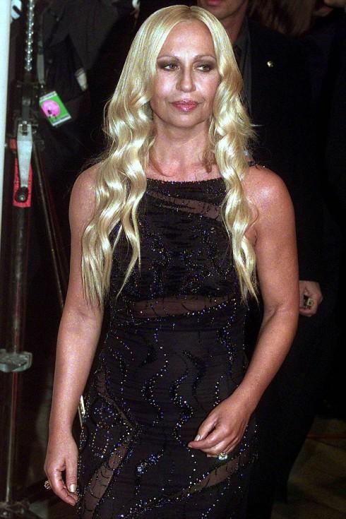 Năm 1998, vẻ bề ngoài của Donatella đã trở nên quyến rũ hơn