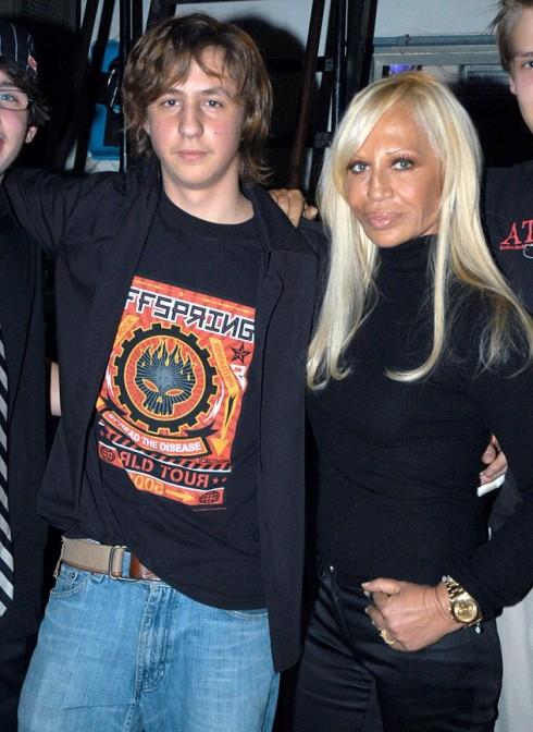 Donatella Versace cùng con trai năm 2005