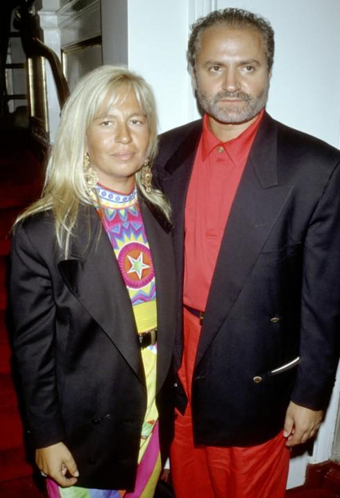 Donatella và anh trai - Gianni xuất hiện cùng nhau trong một buổi trình diễn thời trang của Versace năm 1990