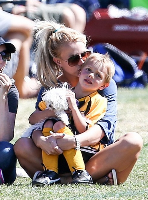 Britney Spears is a Sporty Mom