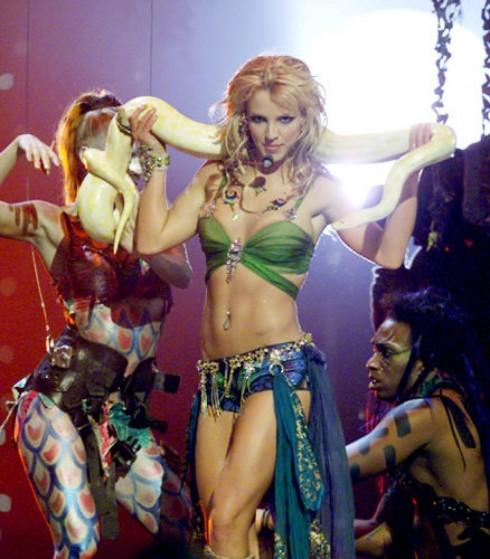 Biểu diễn ca khúc Slave 4 U tại MTV Video Music Awards