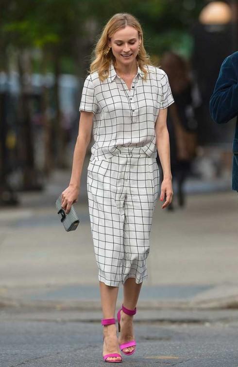"""Diane Kruger diện """"cả cây"""" kẻ ô với áo và quần culottes ( £34) đều đến từ Forever 21 ở New York."""