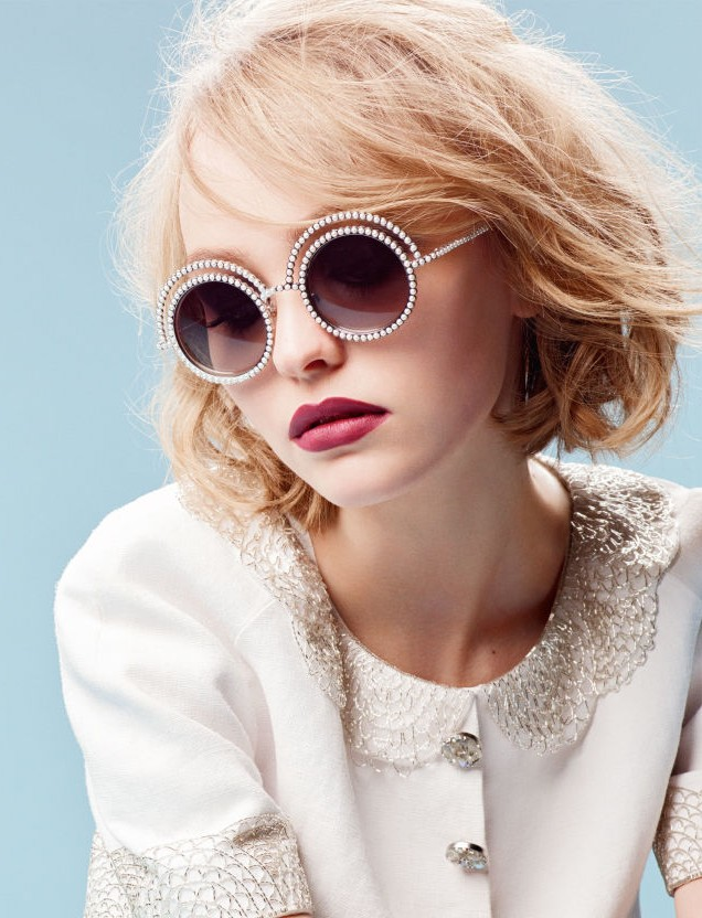 LILY-ROSE DEPP - Gương mặt đại diện mới cho BST kính mắt ngọc trai mới của CHANEL