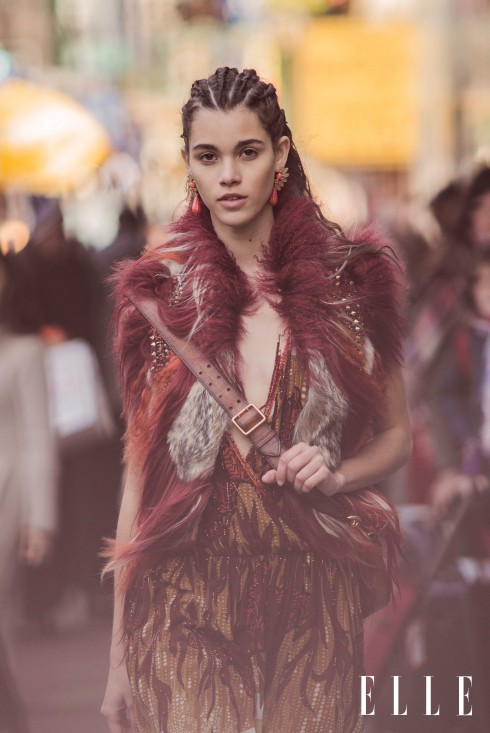 Áo khoác lông, đầm lụa, túi GUCCI, Vòng tay, hoa tai H&M