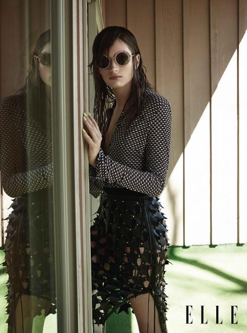 Áo sơmi H&M, Chân váy BUTRYM, Kính mát MIU MIU
