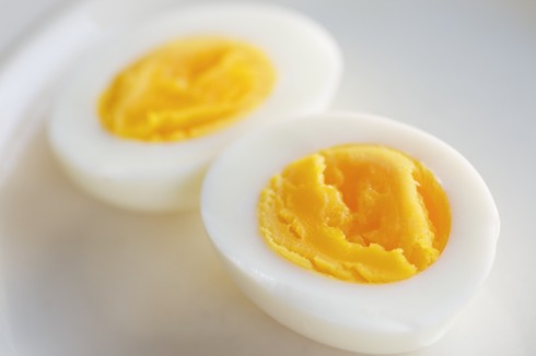 trứng gà luộc hút mụn