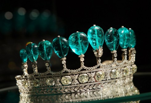 Dang cap cua Emerald and Diamond Tiara