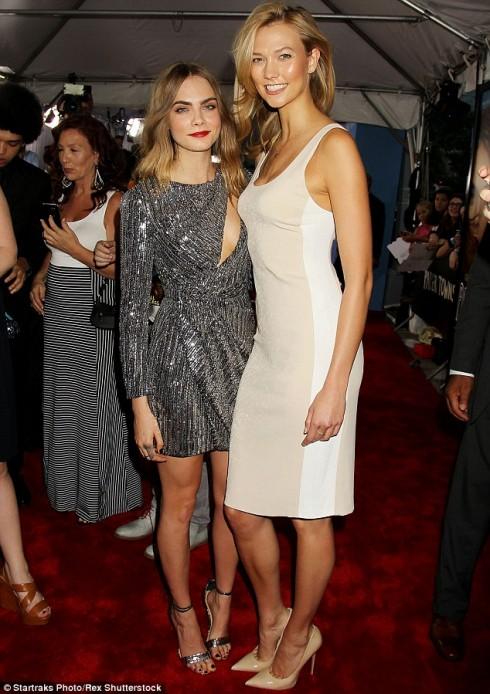 cùng với cô bạn thân Karlie Kloss (cựu thiên thần Victoria's Secret)