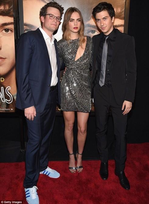 Cùng với John Green (trái), tác giả cuốn sách cùng tên và Natt Wolff (phải), bạn diễn trong phim.