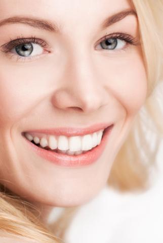 Cách làm trắng răng tại nhà mà không tốn kém